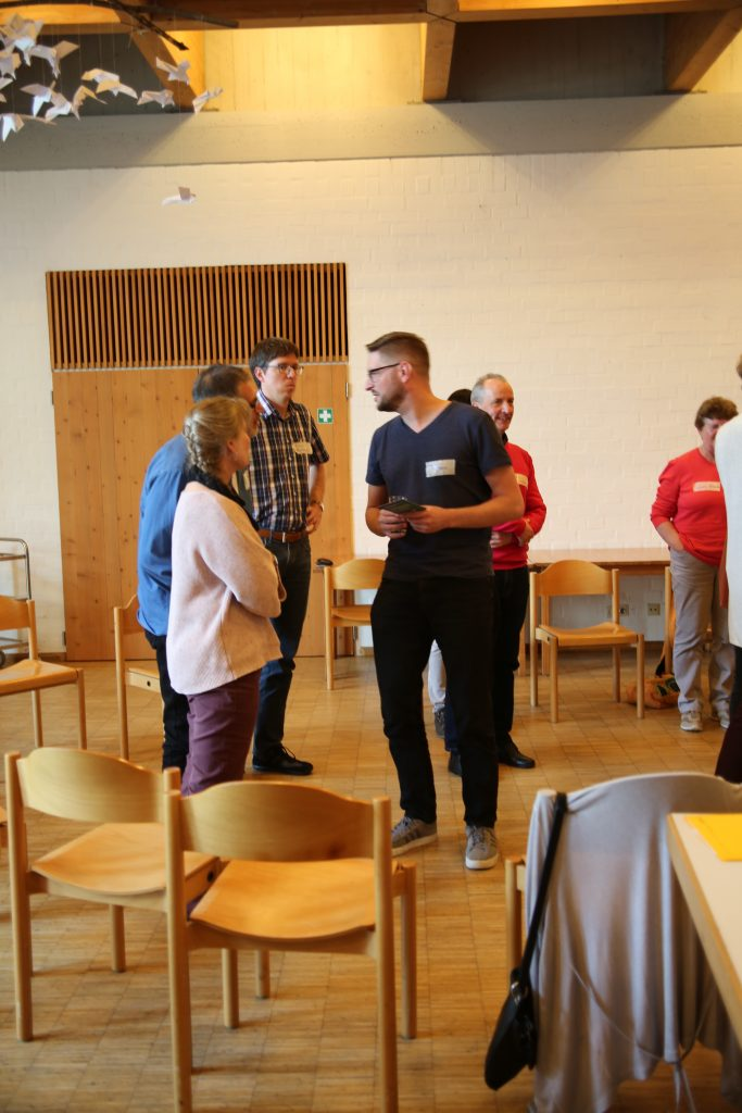 Abdreas Voßeler im Gespräch mit TeilnehmerInnen